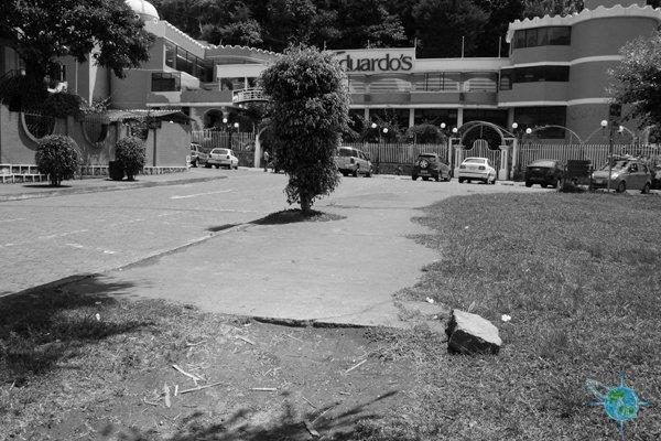 ecuador_sidewalks_banos_2