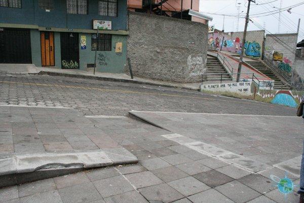 ecuador_sidewalks_quito_1