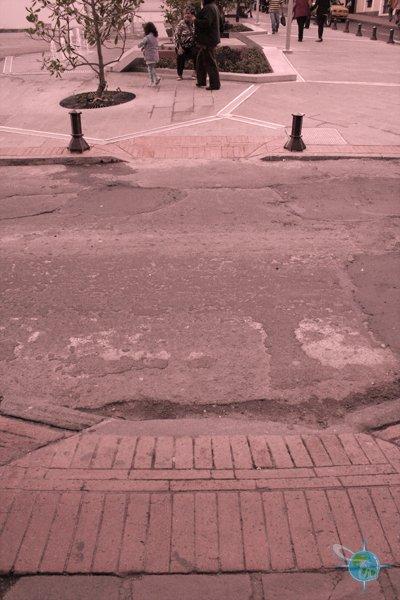 ecuador_sidewalks_quito_2