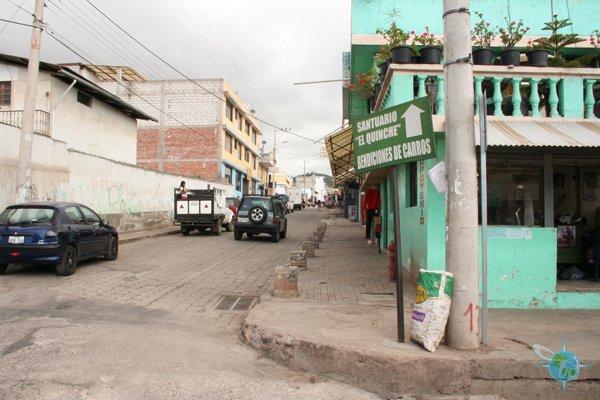 ecuador_streets_andes_1