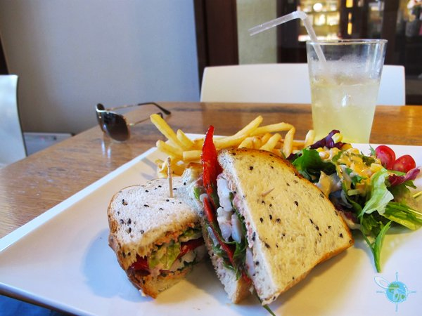 Crab Sandwich with Fries