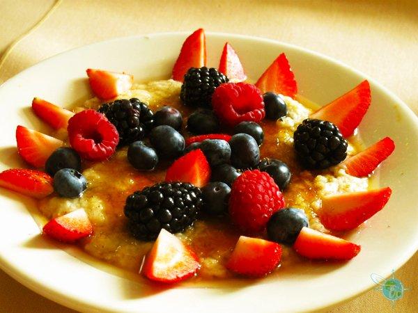 crème brûlée oatmeal with fresh berries