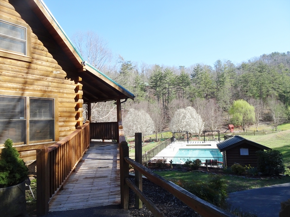 Tennessee_Cabin_TNWT19_1