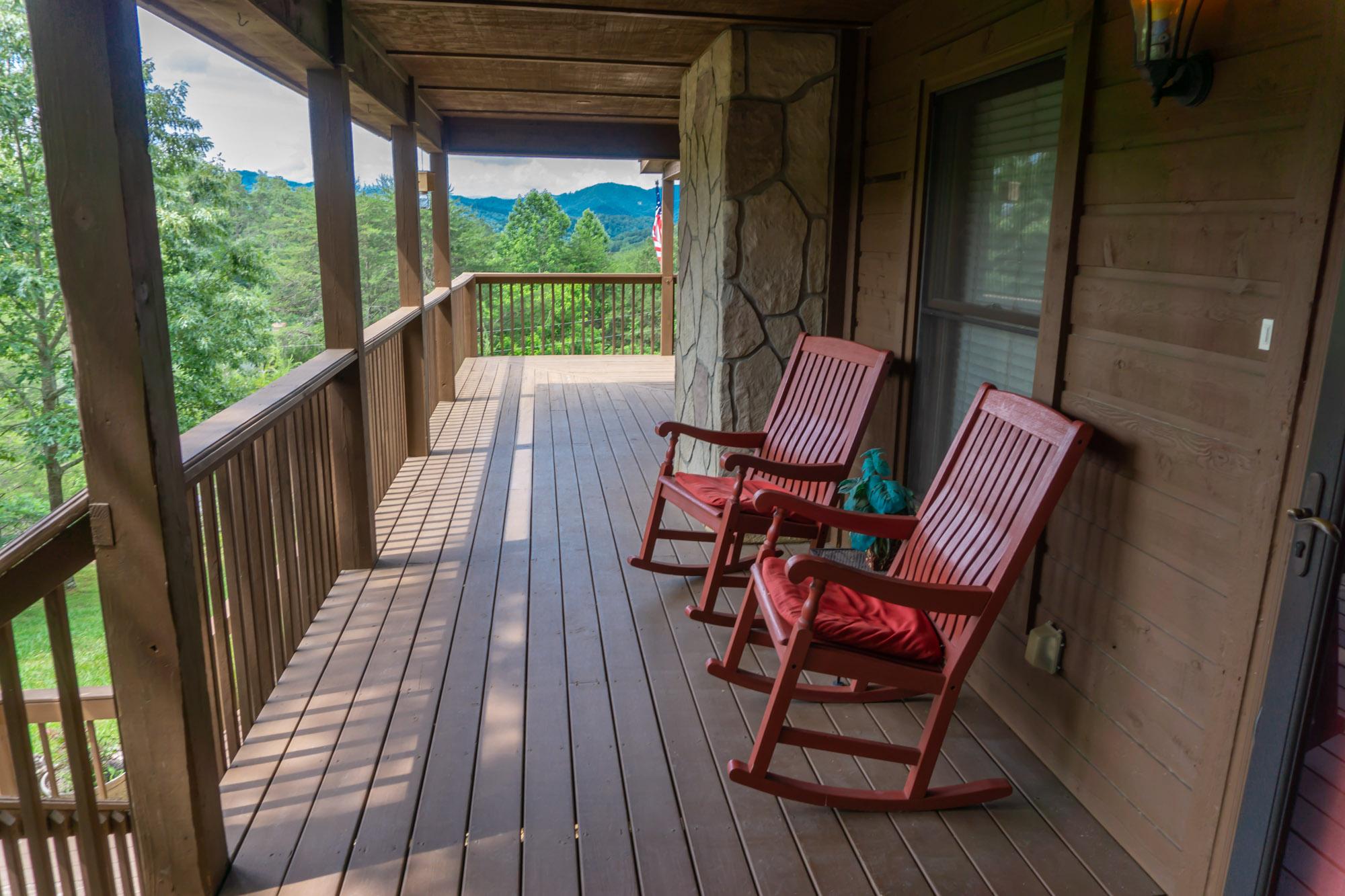 Smoky-Mountain-Splendor-front-porch-view
