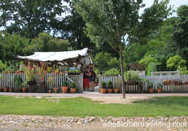 24 Colonial Garden