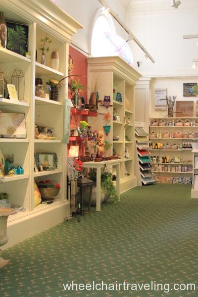 12_Gift Shop
